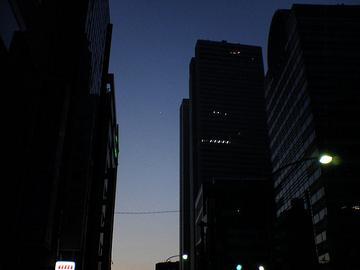 金星と木星の接近、西新宿から撮影