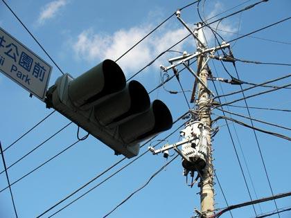 信号機と電柱